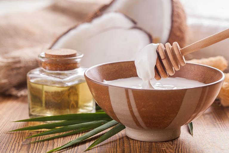 Bài thuốc dân gian trị tóc bạc sớm từ dầu dừa