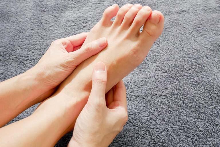 U mềm lành tính ở mu bàn chân