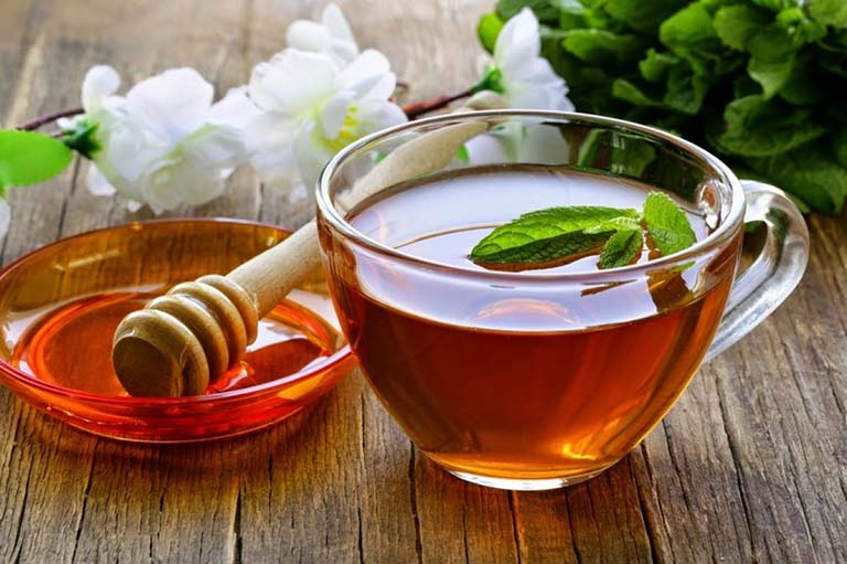 Bổ sung dưỡng chất, kháng viêm và giảm đau thượng vị bằng cách uống nước mật ong ấm