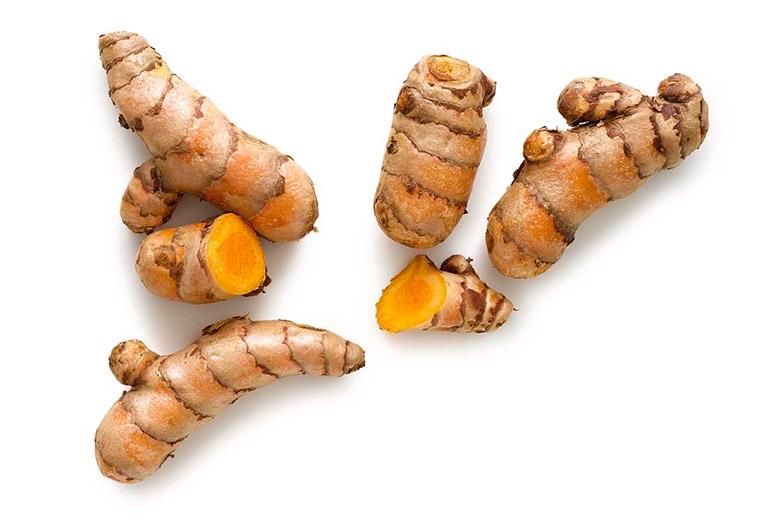 Thành phần hoạt chất curcumin có trong nghệ được ví như vị thuốc kháng sinh tự nhiên, giúp ức chế và tiêu diệt một số vi khuẩn gây hại