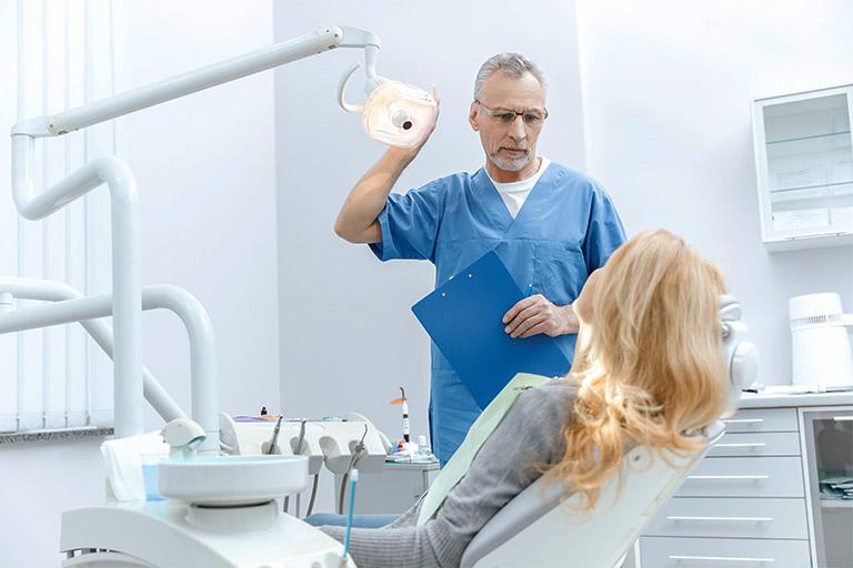 Thăm khám sức khỏe răng định kỳ 6 tháng/ lần hoặc khi răng miệng gặp vấn đề bất thường