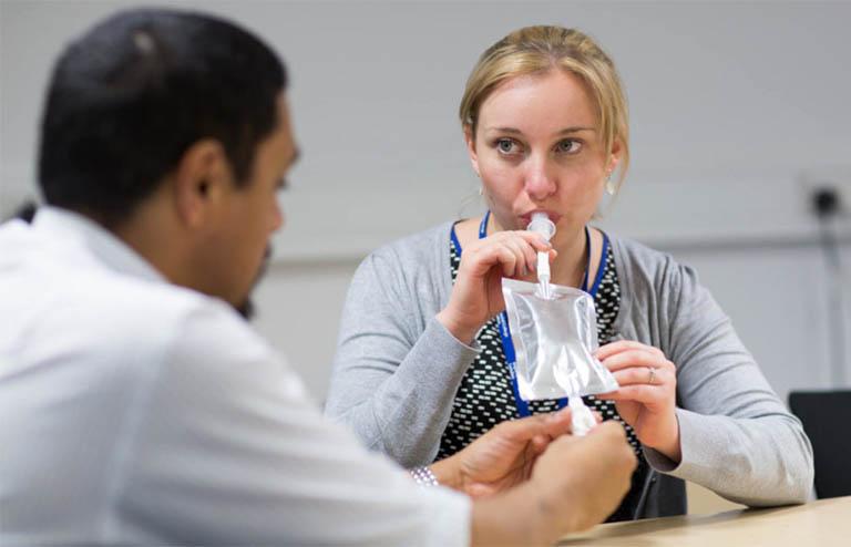 Bệnh nhân cần tái khám và thực hiện test vi khuẩn Hp bằng hơi thở sau khi ngừng dùng thuốc khoảng 1 tháng