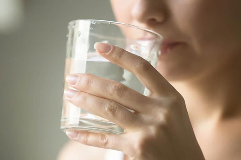 Nước lọc và thực phẩm lỏng, chứa nhiều nước