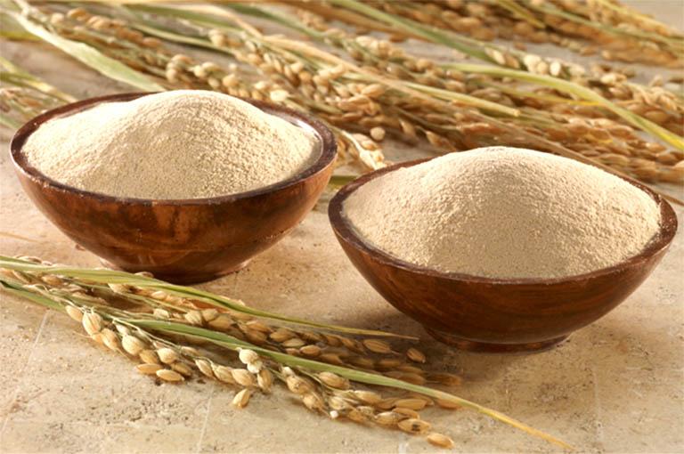 Chữa dày sừng nang lông bằng cám gạo chỉ là biện pháp hỗ trợ, không có tác dụng loại bỏ trực tiếp nguyên căn của bệnh