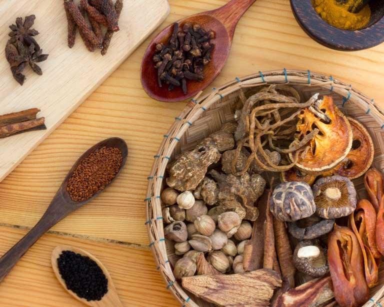 Chữa bệnh dày sừng nang lông bằng bài thuốc Đông y tại nhà