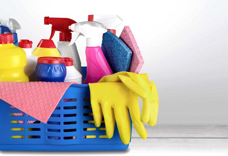 Sử dụng vật dụng bảo hộ nếu tính chất công việc thường xuyên phải tiếp xúc với hóa chất hay chất tẩy rửa
