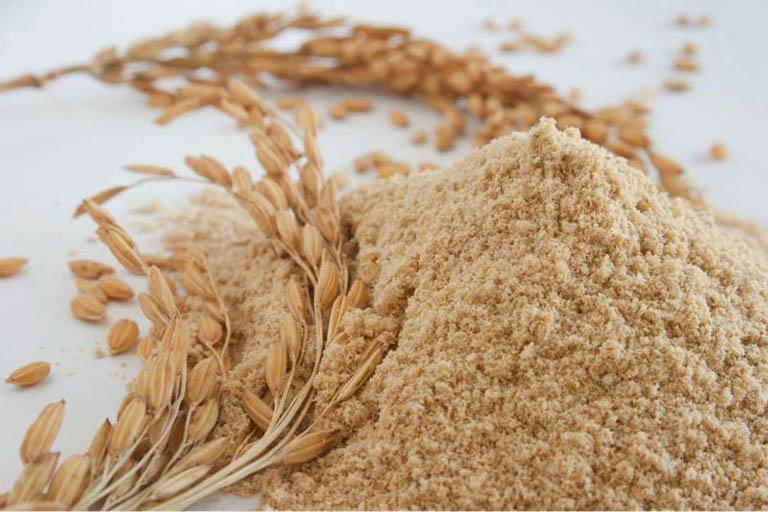 Mẹo vặt dùng cám gạo chữa bệnh dày sừng nang lông tại nhà