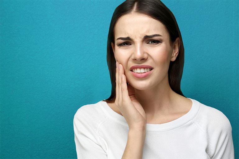 Răng đang bị đau nhức có lấy tủy răng được không?