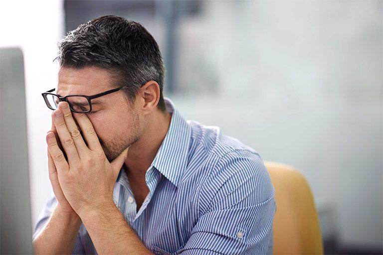 Tóc bạc sớm không phải là căn bệnh gây nguy hiểm nhưng chúng có khả năng làm giảm chức năng thẩm mỹ khiến người mắc phải luôn cảm thấy tự tin
