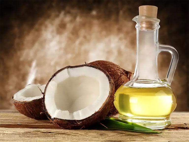 Trong dầu dừa có chứa nhiều thành phần dưỡng chất có tác dụng tốt cho sức khỏe da đầu và mái tóc