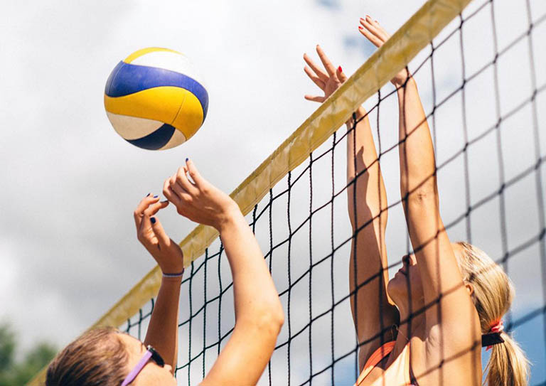 Cần thận trọng trong việc chơi thể thao, tham gia giao thông hoặc làm những công việc nguy hiểm
