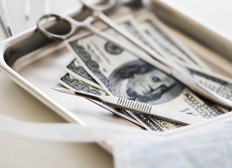 Chi phí mổ lệch vách ngăn mỗi thường dao động từ 10.000.000 - 15.000.000 đồng/ lần