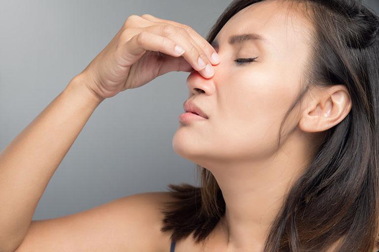 Sự gia tăng về kích thước của khối polyp trong khoang mũi càng gây ra nhiều cơn đau nhức mũi và vùng quang mũi