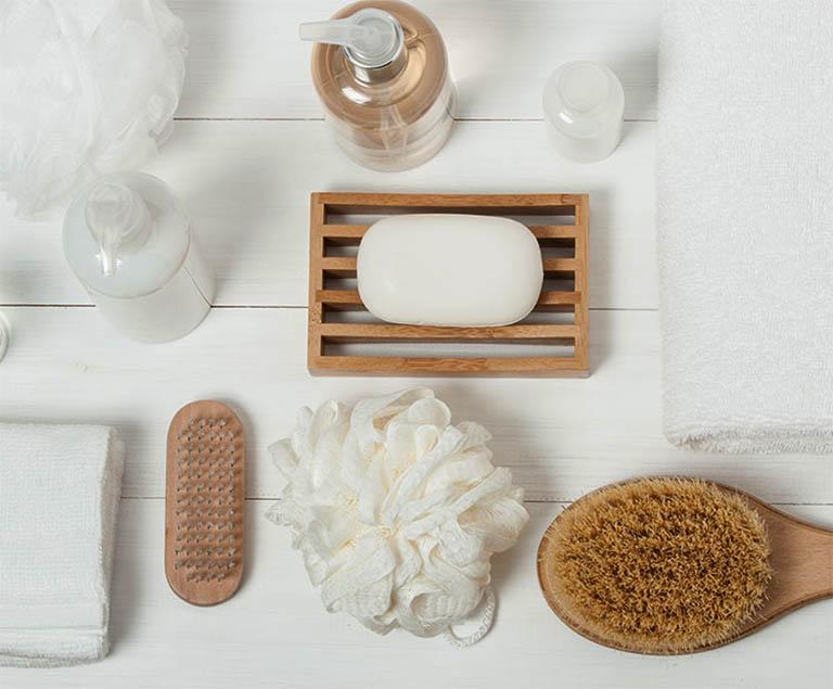 Một số lưu ý khi sử dụng sữa tắm hỗ trợ điều trị dày sừng nang lông