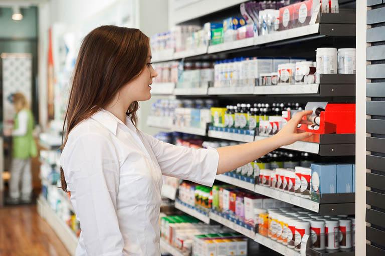 Nên tìm mua thuốc tại địa chỉ uy tín, đồng thời kiểm tra bao bì, hạn sử dụng trước khi dùng cho trẻ