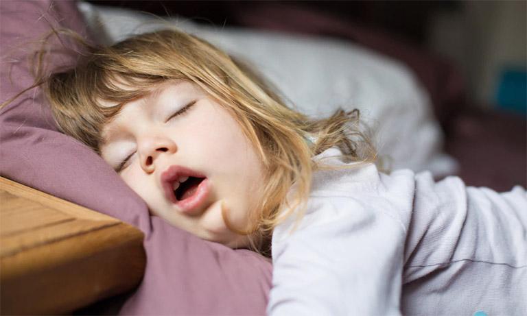 Trẻ luôn có cảm giác khó chịu, mệt mỏi, sụt cân khi bị viêm VA