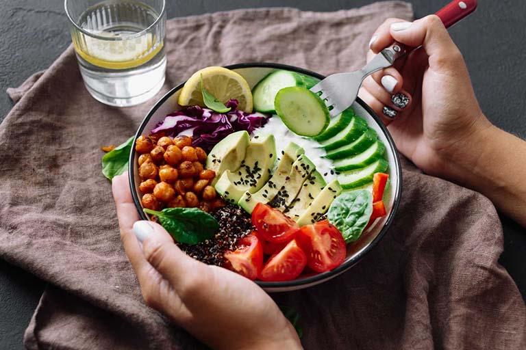 Áp dụng chế độ ăn uống khoa học và đầy đủ chất dinh dưỡng