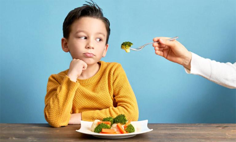 Bổ sung vào thực đơn hằng ngày của trẻ nhiều thực phẩm đã được nấu mềm, lỏng và dễ tiêu hóa trong thời gian trẻ bị viêm VA
