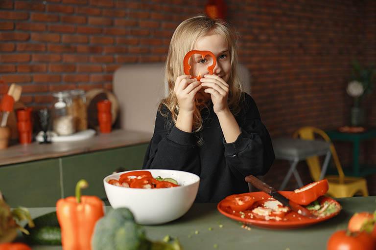Duy trì chế độ ăn uống lành mạnh, đầy đủ dưỡng chất cần thiết cho cơ thể