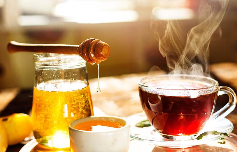 Nên thường xuyên uống trà để giảm đau họng và giảm ho