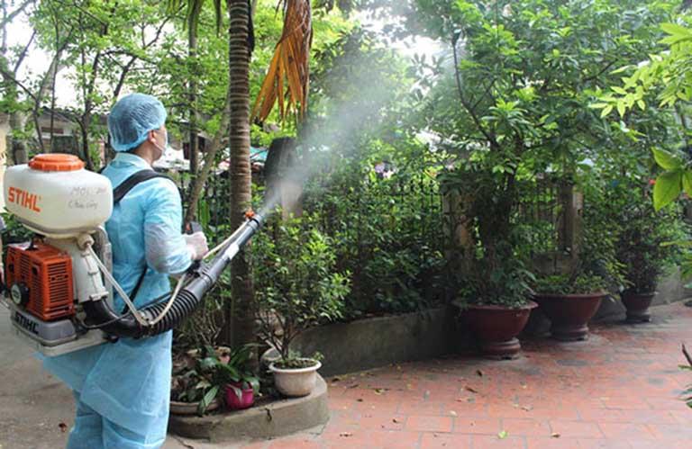 Tích cực phối hợp với ngành y tế và chính quyền trong những đợt phun hóa chất phòng và chống dịch