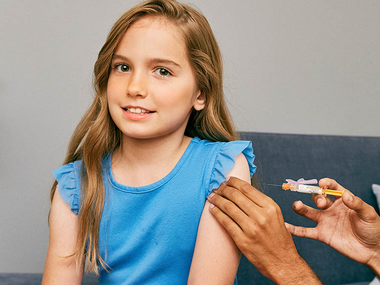 Bé gái trên 9 tuổi có thể tiêm phòng vắc xin ung thư cổ tử cung