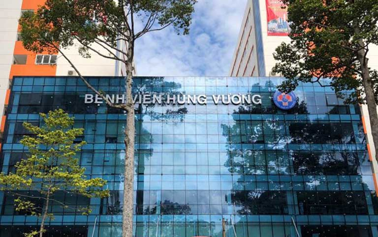 Đội ngũ bác sĩ đang công tác tại bệnh viện Hùng Vương luôn hết mình trong việc điều trị và chăm sóc sức khỏe cho người bệnh