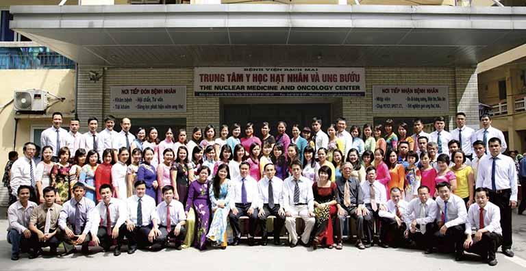 Trung tâm Y học hạt nhân và Ung bướu của bệnh viện Bạch Mai có đội ngũ chuyên gia, y bác sĩ giỏi, giàu kinh nghiệm trong công tác khám chữa bệnh cho người dân