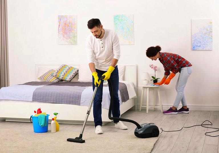 Dọn dẹp nhà cửa thường xuyên là biện pháp phòng ngừa muỗi đẻ trứng và phát triển mạnh