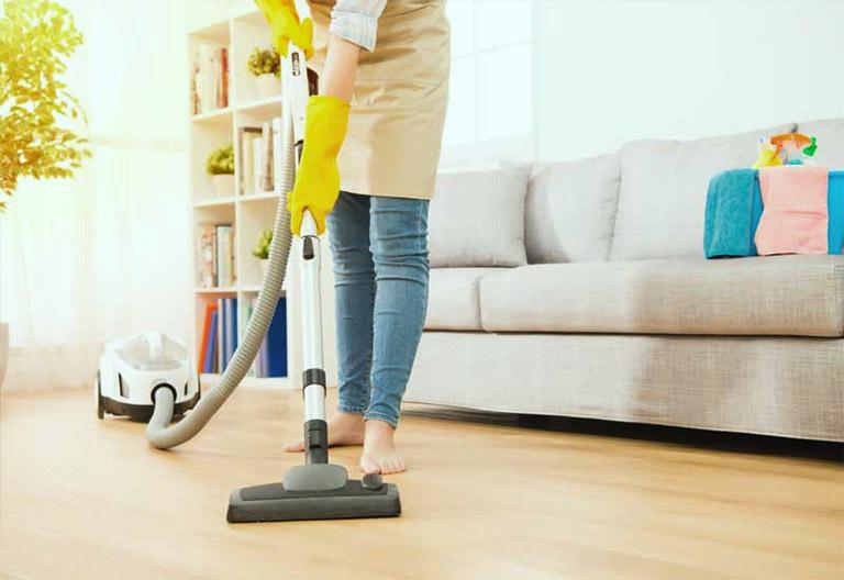 Thường xuyên dọn dẹp nhà cửa, nhất là các gốc nhà, vị trí khó vệ sinh bởi nơi ấy tụ hội khá nhiều muỗi vằn gây bệnh