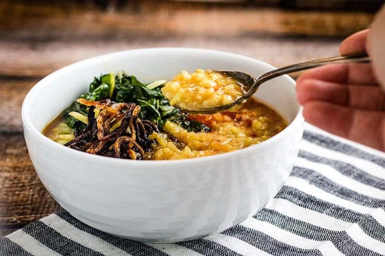 Người bệnh ung thư cổ tử cung giai đoạn cuối nên ăn các món ăn đã chế biến ở dạng lỏng và chia thành nhiều bữa ăn nhỏ trong ngày
