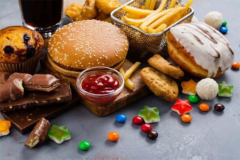 Chị em phụ nữ bị u xơ tử cung nên hạn chế dung nạp các thực phẩm chứa lượng đường cao