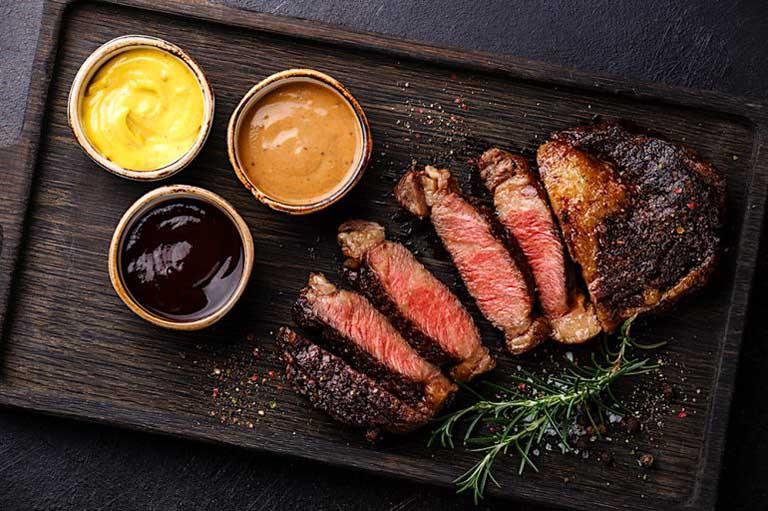 Thịt đỏ là nhóm thực phẩm không tốt cho sức khỏe của người bị u xơ tử cung