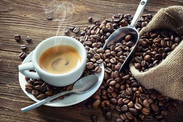 Bị u xơ tử cung nên kiêng gì? - Kiêng các loại thực phẩm hoặc đò uống có chứa chất kích thích caffein cao