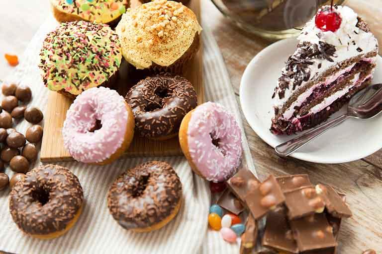 Các đồ ăn có chứa lượng đường cao cần loại bỏ trong danh sách của người bệnh u xơ tử cung nếu không mong muốn bệnh trở nặng