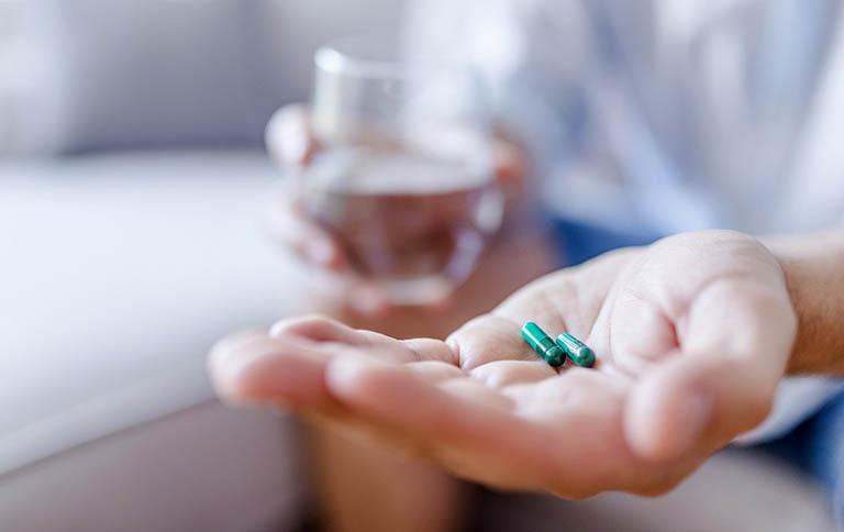Điều trị viêm tai ngoài có mủ bằng thuốc giảm đau