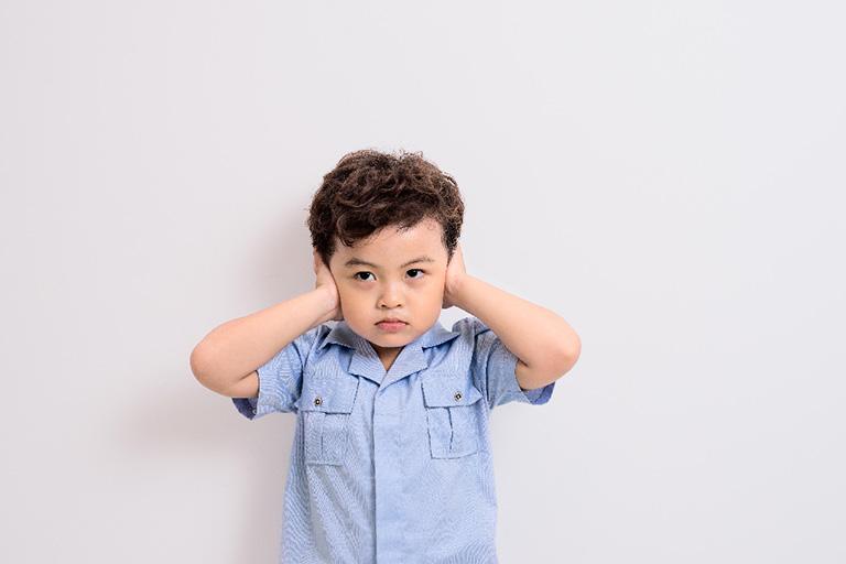 Viêm tai ngoài ở trẻ em không phải là căn bệnh quá nguy hiểm nhưng nếu không được phát hiện sớm và điều trị đúng cách có thể làm ảnh hưởng lớn đến việc chức năng nghe