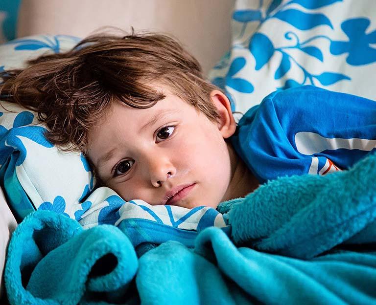 Trẻ nhanh chóng rơi vào trạng thái mệt mỏi, sụt cân, đau nhức tai nhiều khi bị viêm ống tai ngoài