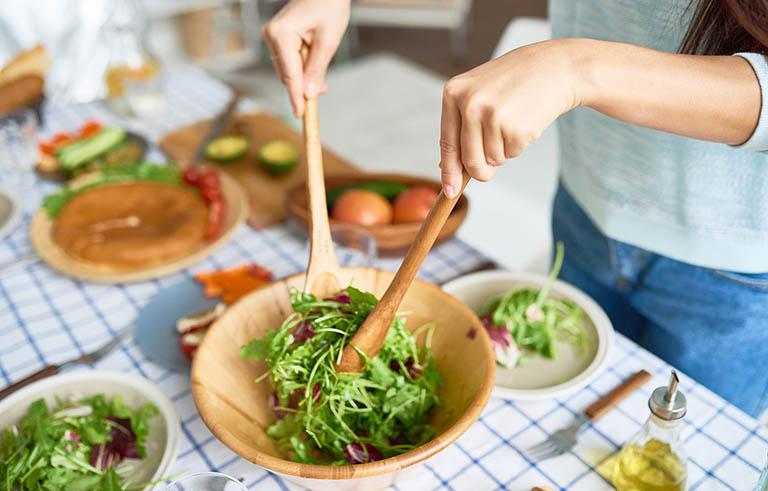Bệnh nhân sau xạ trị ung thư cổ tử cung cần bổ sung đầy đủ chất dinh dưỡng