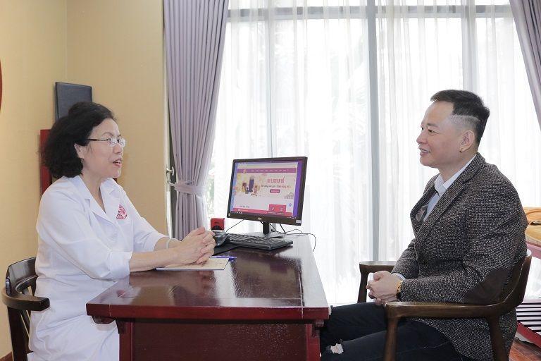Bác sĩ Nguyễn Thị Vân Anh trực tiếp thăm khám và tiếp nhận điều trị yếu sinh lý cho nghệ sĩ Tùng Dương