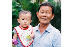 Ông Đỗ Văn Thoan bị ho dai dẳng lâu năm vì nghiện thuốc lào