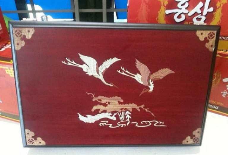 Youngjin Food là sản phẩm được đóng gói hộp gỗ 30 viên tiện dụng