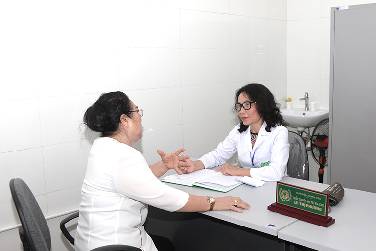 Nghệ sĩ Kim Xuyến gặp lại bác sĩ Lê Phương tại Bệnh viện Quân Dân 102