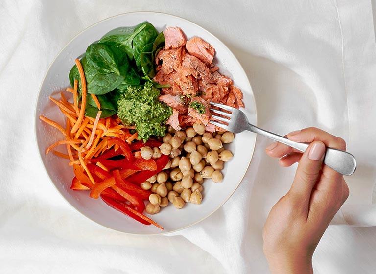 Chế độ ăn uống của bệnh nhân bị viêm đại tràng đóng vai trò rất quan trọng trong quá trình hỗ trợ bệnh và làm giảm triệu chứng
