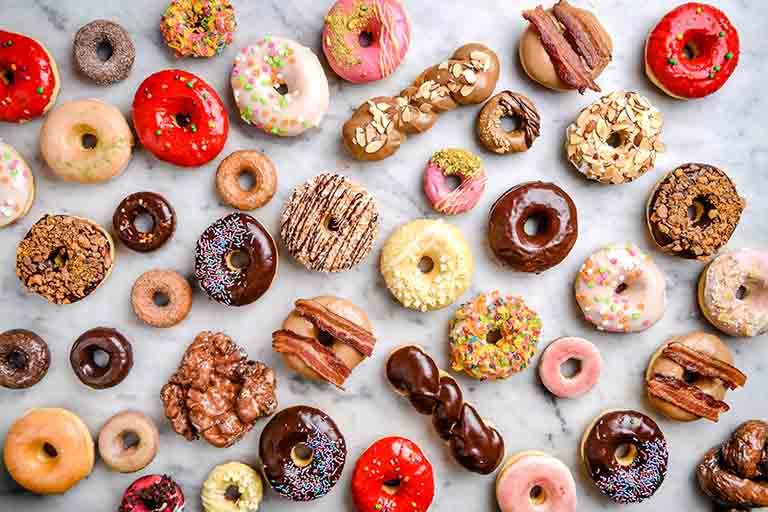 Đồ ăn ngọt có thể làm gia tăng tình trạng đau thắt vùng bụng dưới ở người bị viêm đại tràng