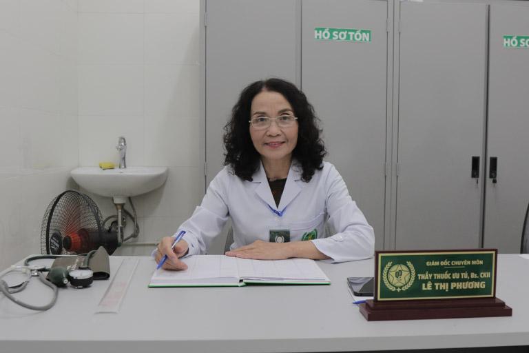 Bác sĩ Phương rất thân thiện, luôn nở nụ cười trên môi