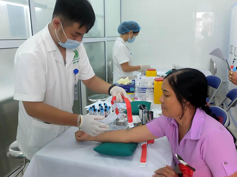 Bệnh viện Tai Mũi Họng Quân dân 102 điều trị ho bằng phương pháp đông y có biện chứng