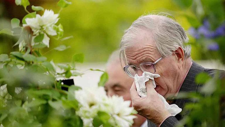 Người già và người có bệnh lý nền bị viêm mũi dị ứng