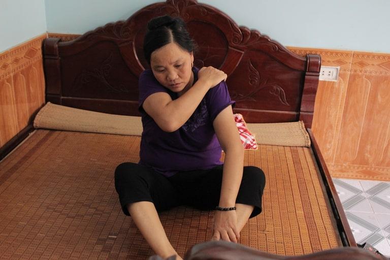 Mẹ bắt đầu xuất hiện đau cứng khớp mỗi sáng