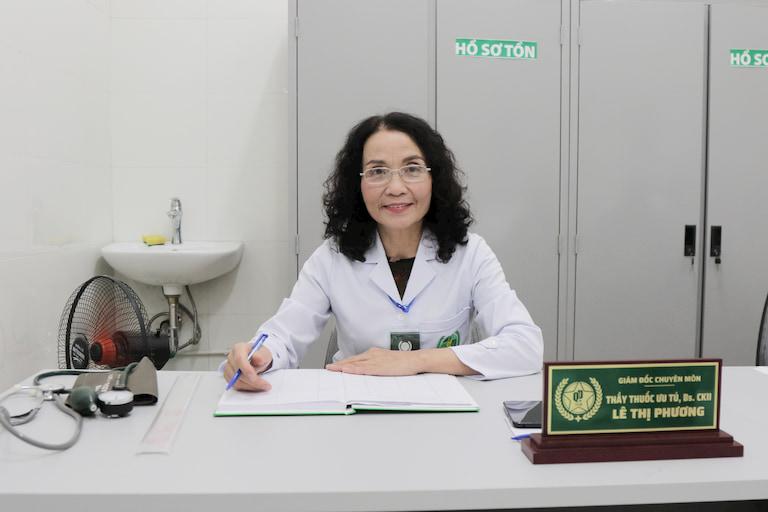 Bác sĩ Lê Phương có hơn 40 năm kinh nghiệm trong khám, chữa bệnh bằng YHCT
